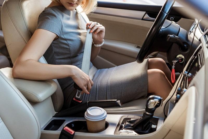 pasy bezpieczeństwa w samochodzie