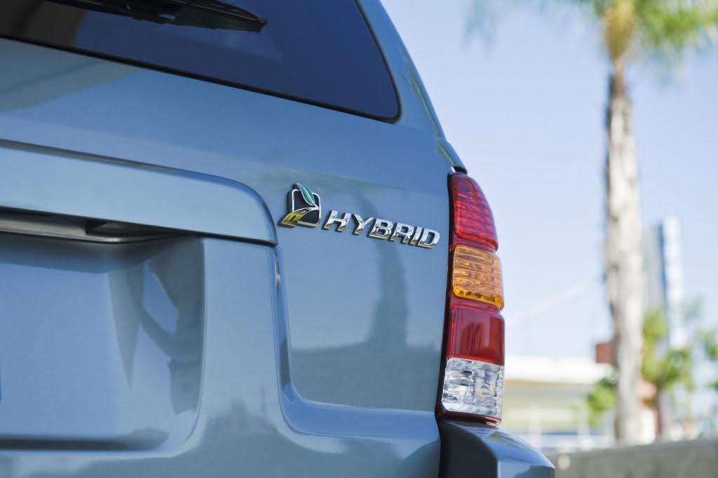Czym różni się samochód hybrydowy od hybrydy plug-in?