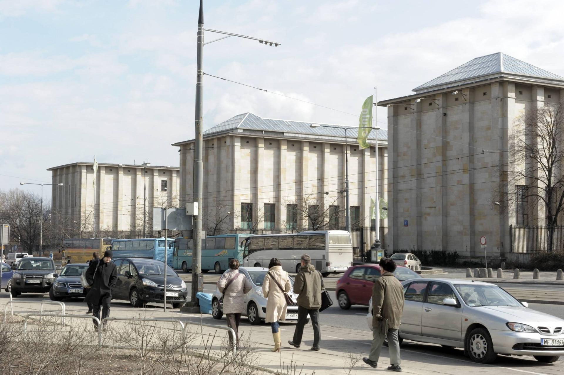 budownictwo z ziemi - Muzeum Narodowe w Warszawie, którego podziemia są chronione elektronicznym systemem osuszania