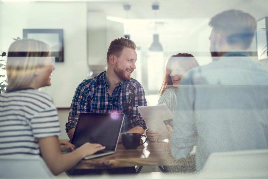 EFL tworzy ponad 1000 pracowników! Za co lubią swoją pracę?